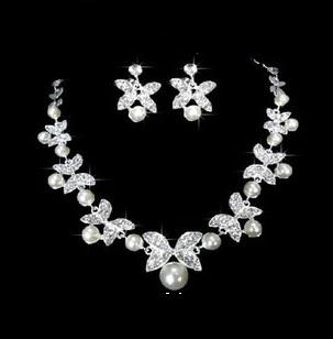 08db0f93c Súprava šperkov s perlami (náušnice a náhrdelník) FLOWER II, svadobná