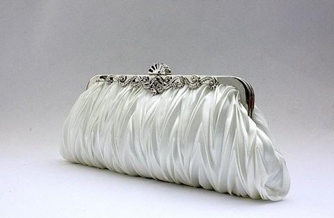 8eb1a947c9 Svadobná saténová biela dámska kabelka SATIN
