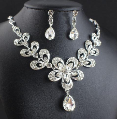 c281d9181 Súprava šperkov (náušnice a náhrdelník) DIAMOND, svadobná | svadobne ...
