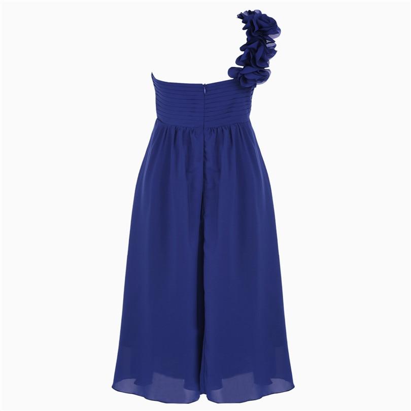 99561bf911f7 Dievčenské spoločenské šaty cez rameno - tmavo modré